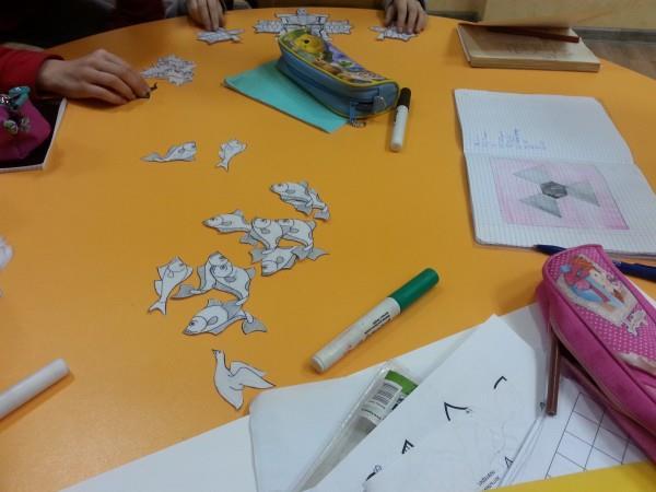 дети рисуют паркет