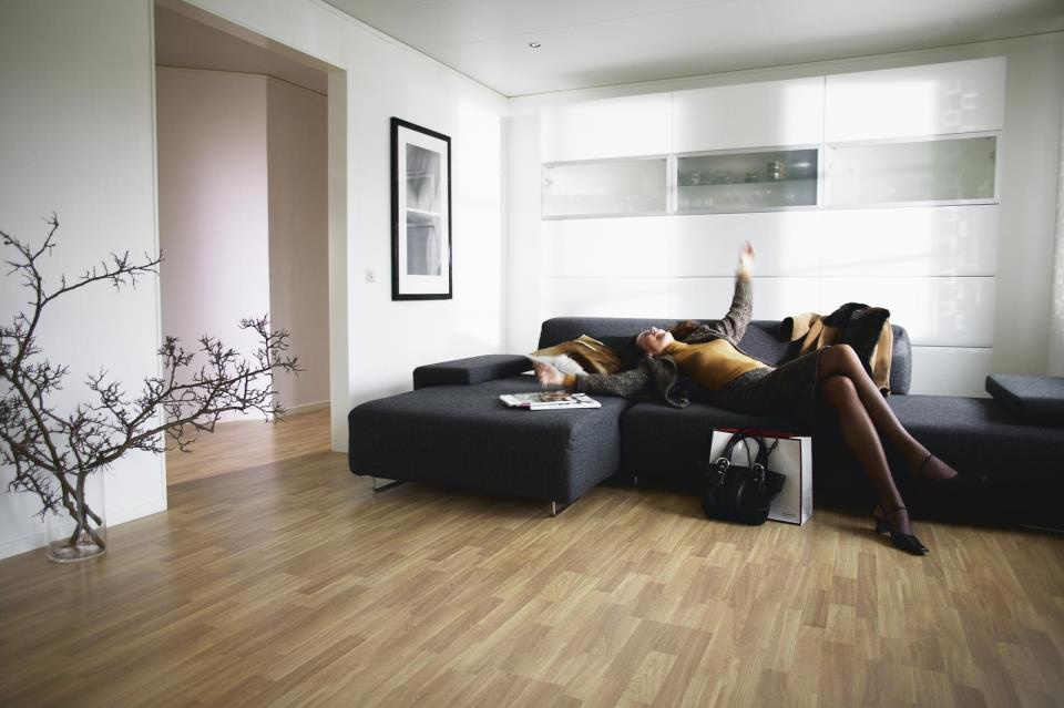 Подложка под линолеум создаст дополнительную тепло и звукоизоляцию, что придаст больший комфорт в доме