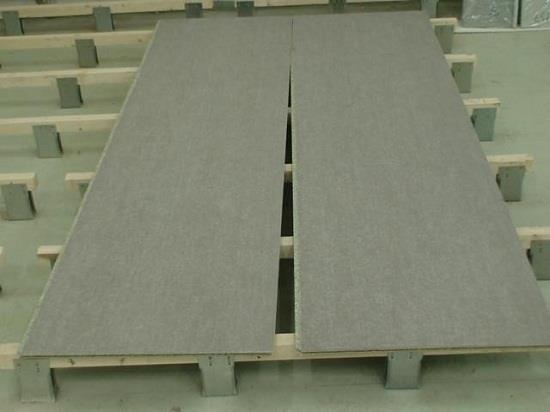 Для настила может применяться не только фанера, но и другие листовые материалы, например, ГВЛ, ЦСП. В последнее время набирает популярность шпунтованная плита ОСБ.
