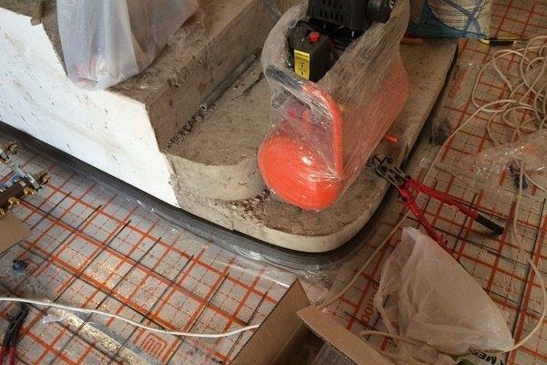 Этап 8: Опрессовка системы перед заливкой стяжки