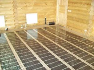 фото: монтаж ИК пола в деревянном доме