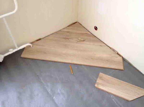 Укладка ламината, начиная из угла комнаты