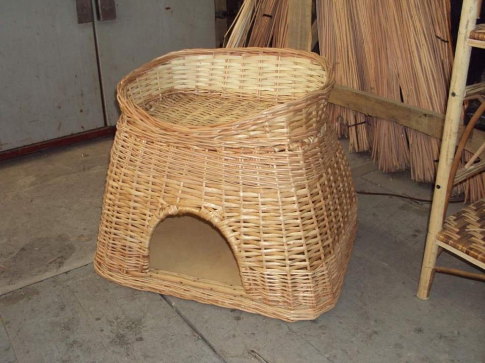 Плетеный домик для кошки.