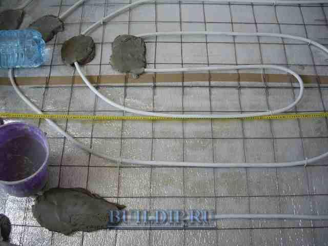 Делпем теплый пол в ванной от центрального отопления.