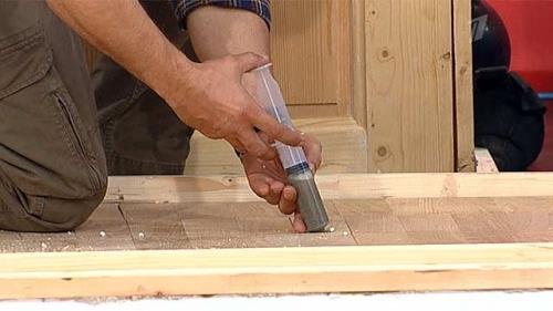 Устранение скрипа паркета - заливание цементного молочка под основание