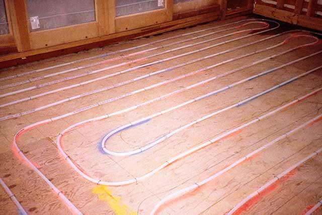 Теплоизоляция пола в деревянном доме очень важна для теплых полов.