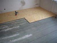 Как с помощью фанеры, можно выровнять деревянный пол?