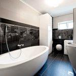 Дизайн ванны в черно белом цвете
