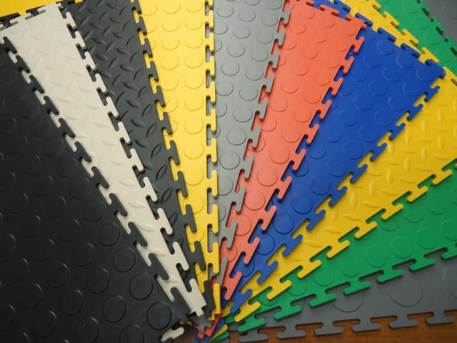 ПВХ плитка на сегодняшний день представляет собой качественное напольное покрытие.