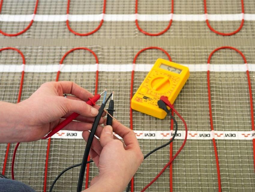 Перед укладкой стяжки и напольной плитки, стоит проверить работоспособность установленной системы
