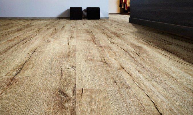 Кварц-виниловое ламинированное покрытие под древесину выбеленного дуба