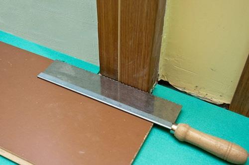 Подрезка дверной коробки для ламината.