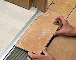 Соединение плитки и ламината с помощью порожка (фото)