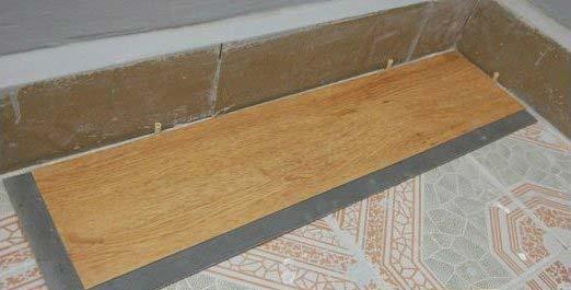 оставляем зазор между стеной и виниловой плиткой