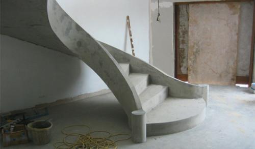 Строительство-бетонной-лестницы