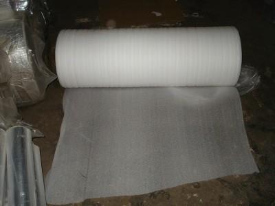 На фото белая подложка под линолеум