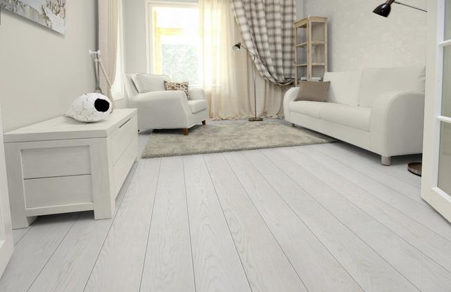 В помещении, выполненном в белом цвете присутствует легкость