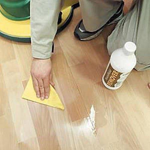 Тщательное удаление излишков влаги со стыков пластин продлит срок службы покрытия