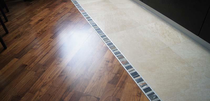 Фото: Ламинированная панель более подходит для квартиры