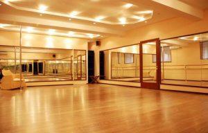 зеркала танцевальный зал