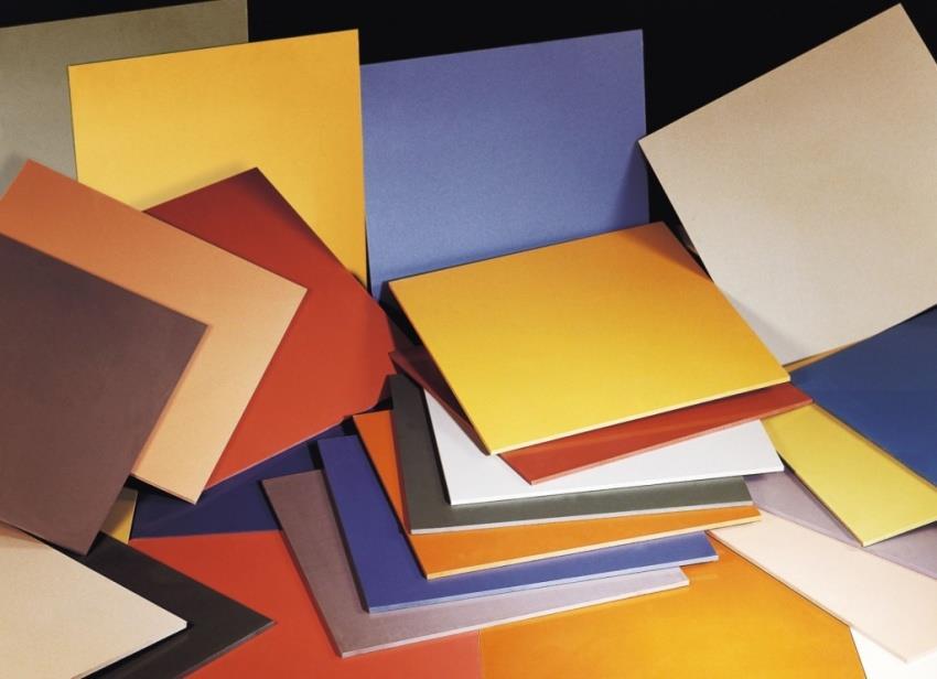 Приобретая плитку, стоит купить ее с запасом, поскольку в процессе кладки отдельные элементы могут быть разбиты или неправильно порезаны