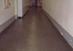 Противоскользящий линолеум в коридоре