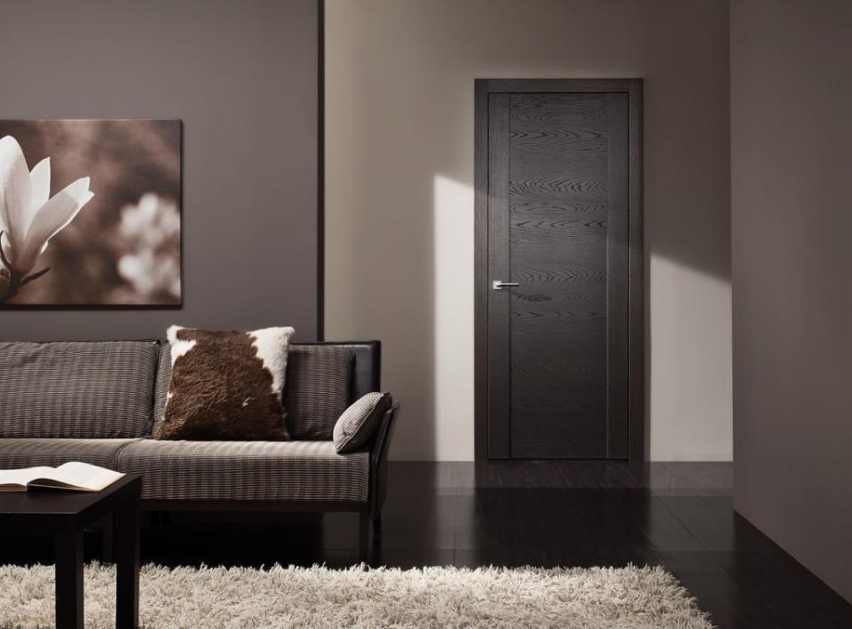 Двери и пол одного цвета
