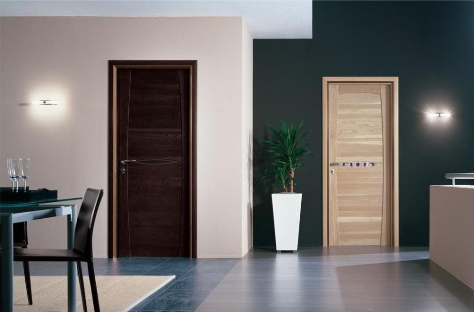Двери и пол разных цветов