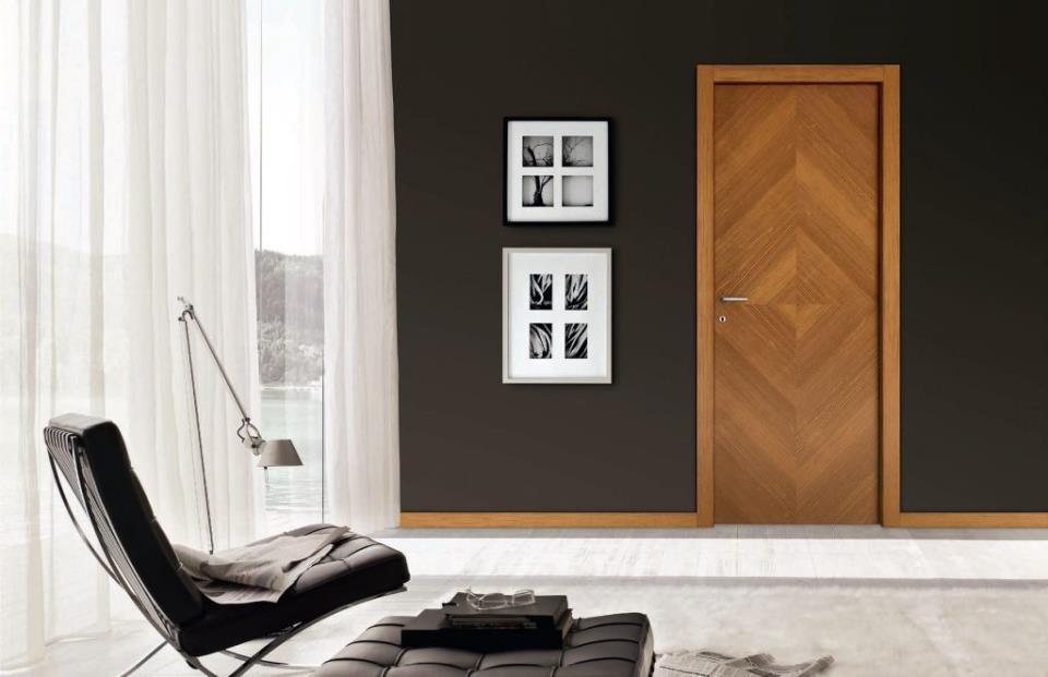 Контрастное сочетание стен и дверей