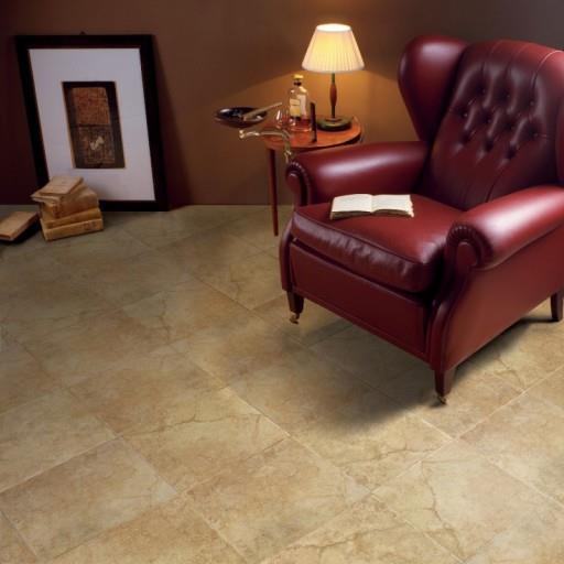 Уникальный узор на керамогранитной напольной плитке имеет высокие декоративные возможности