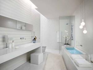 Пример интерьера ванной в белых цветах