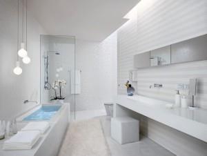 Фото белой плитки в интерьере ванной комнаты