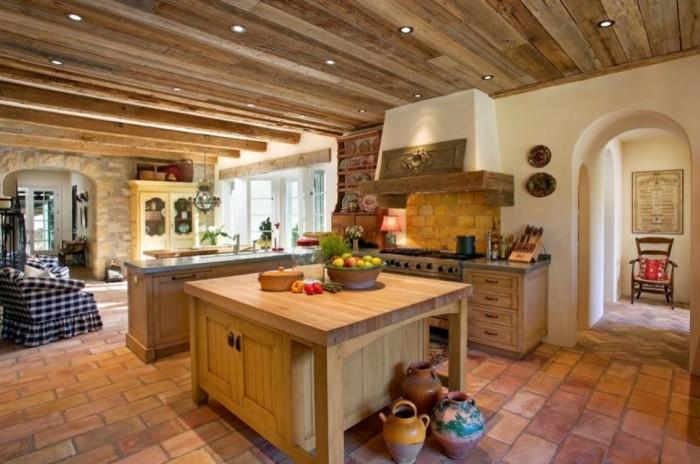 Отличное сочетание плитки и деревянной мебели в стиле кантри.