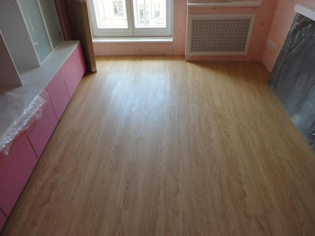 Кварцвиниловая плитка в комнате