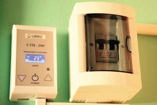 Шаг 16: Установка терморегулятора и подключение к нему системы