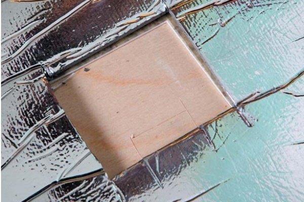 Шаг 12: Вырезка места под датчик в теплоизоляции