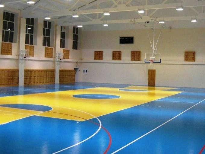 Напольное покрытие в спортивном зале